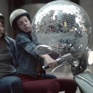 """Director Craig Gillespie, CP+B Team On letgo's """"Disco Ball"""""""