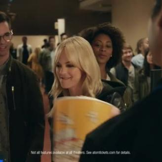 Peter Berg Directs Anna Faris For Atom Tickets, Deutsch
