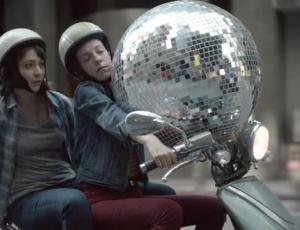 "Director Craig Gillespie, CP+B Team On letgo's ""Disco Ball"""