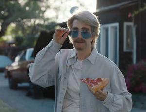 "MJZ's Steve Ayson Directs Kristen Wiig In ""Everymanthem""For Pizza Hut, Droga5"